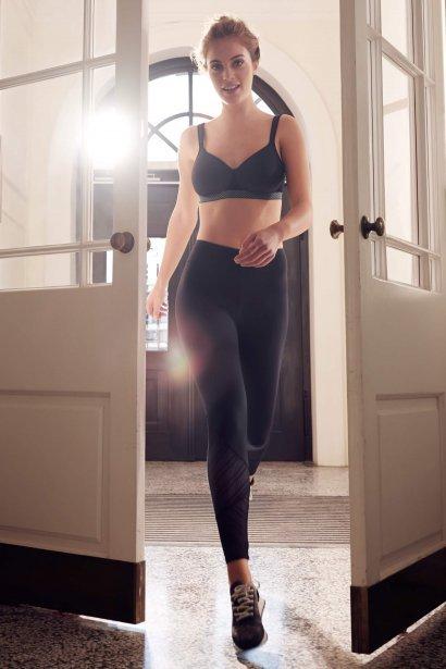 Спортен сутиен с оформени чашки за фитнес и тренировка без банели, цвет черно Lisca Cheek Powerful AW 2020