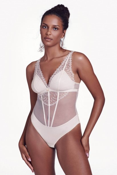 Елегантно дантелено боди с меки чашки без банели и бикина бразилиана Lisca Selection Rose SS2021